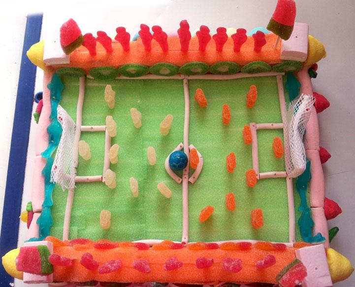 Campo de fútbol - pastel de chuches personalizado - 9ca9f-7a147-pastel-futbol.jpg