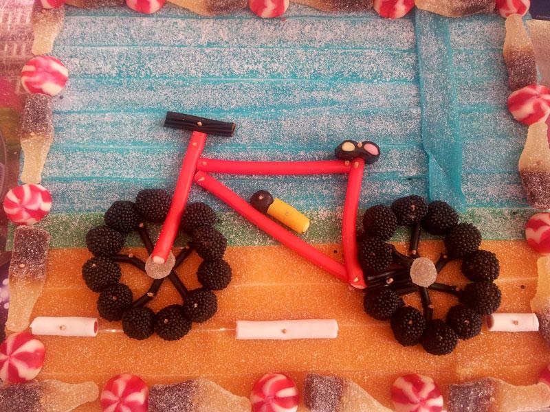 Bicicleta de chuches personalizada - d669b-2b0a5-pastel-bicicleta.jpg