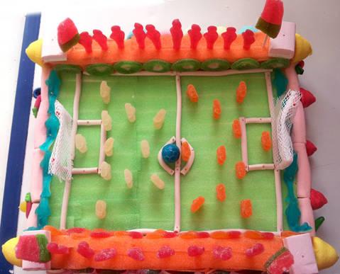 Camp de futbol - pastís de llaminadures personalitzat